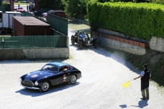 Thursday midday; cars arrving at the Museo before the start