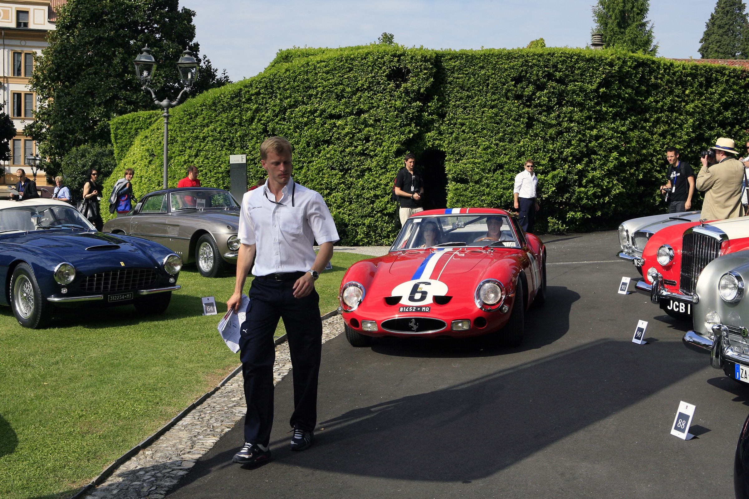 Before 10 am the cars are guided to their spot of fame