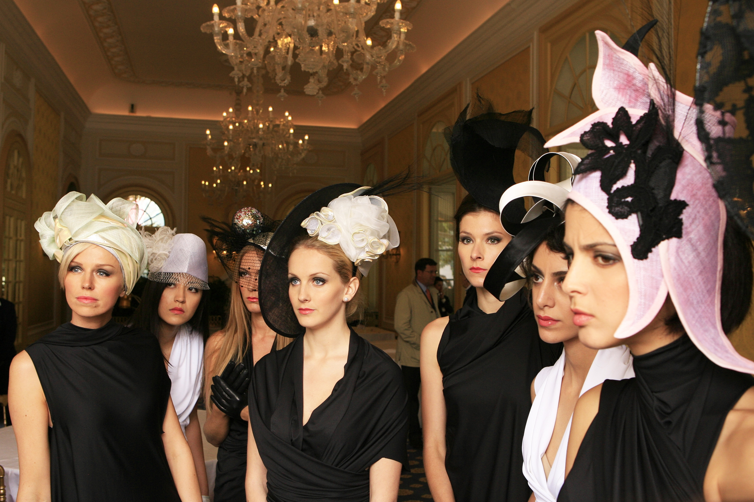 Pitlane girls for the parade Villa d'Este style by BMW
