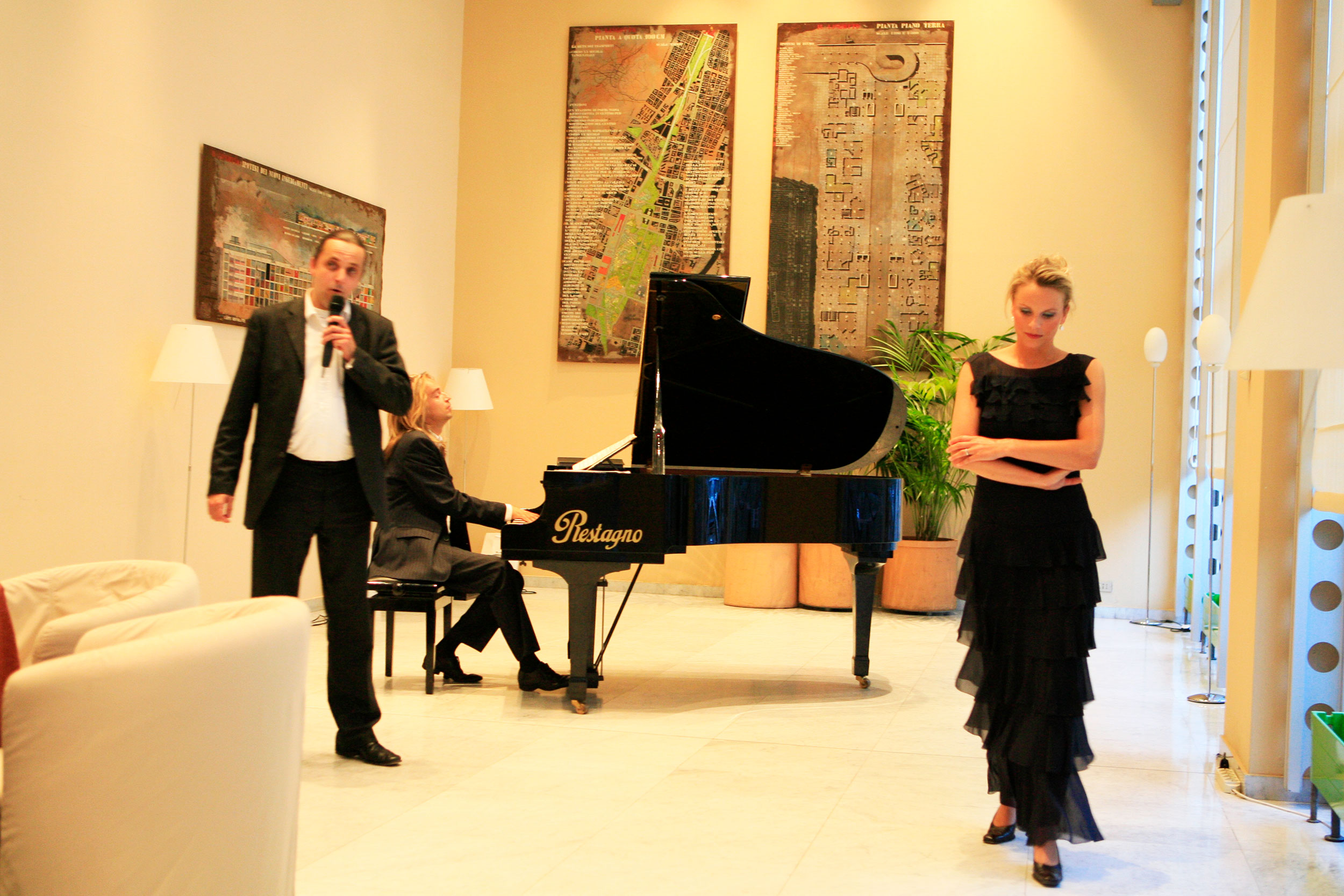 Jan Vayne and  Phanton of the Opera stars Janine Kitzen and Rob van Surksum during our diner.