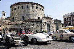 After the sealiing at the Piazza dello Loggia , cars are parked as well at Piazza Paolo IV -1000 Miglia Village for the exhibtion.