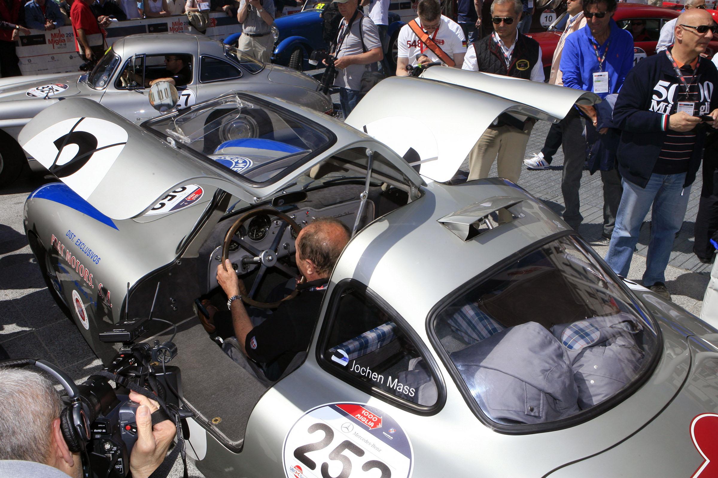 252 - MASS Jochen (D) + SCHROEDER Michael (D) - Mercedes-B. 300 SL W 194 Carrera (1952)