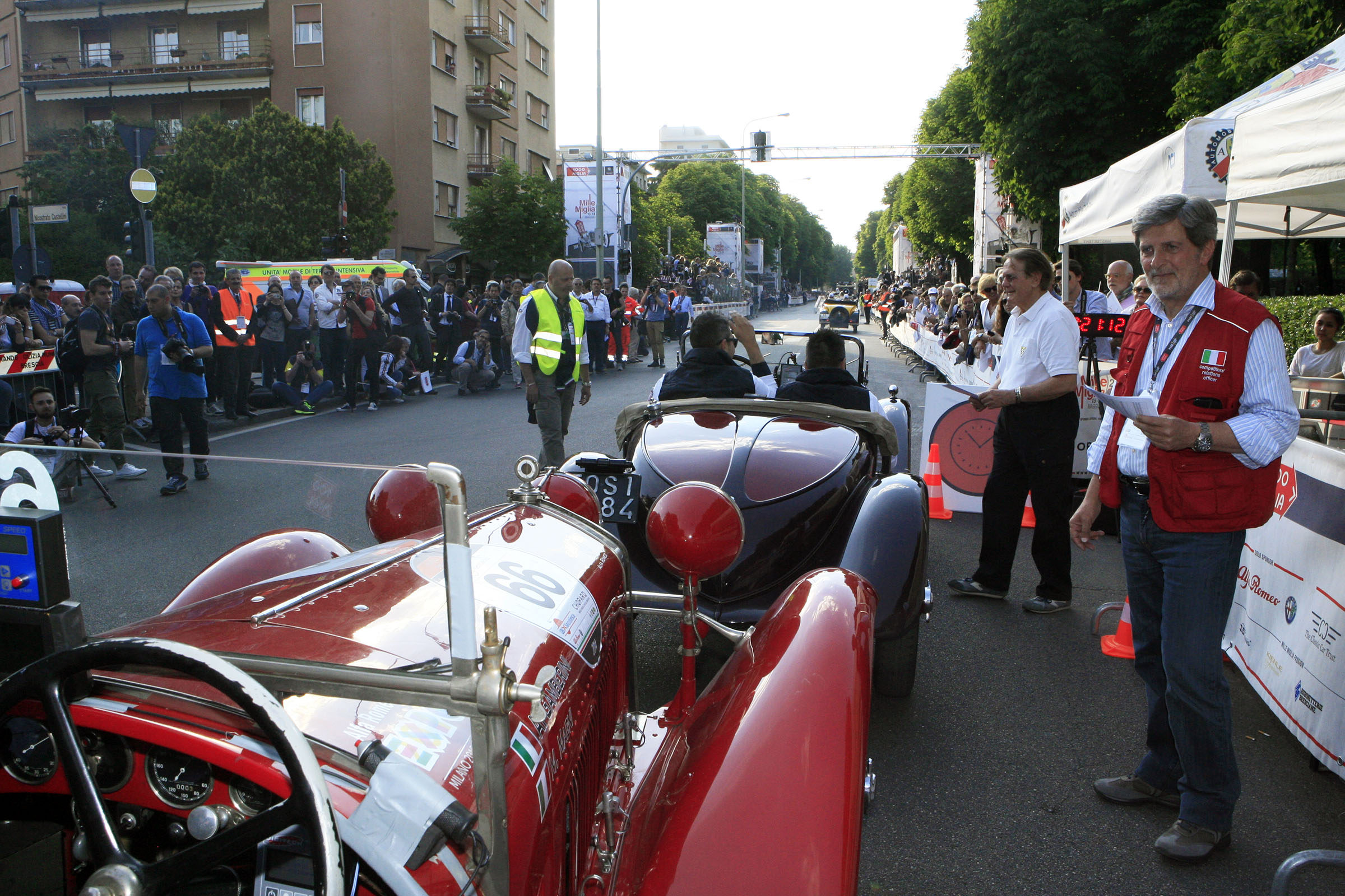 Line up for the start at Viale Venezia