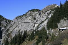 Leg 3, Dramatic entrance to enter a valley